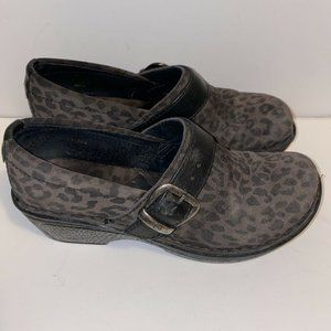 Born Women's Suede Brown Leopard W/Buckle 6.5